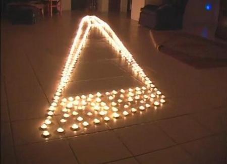 Удивительная иллюзия из горящих свечей