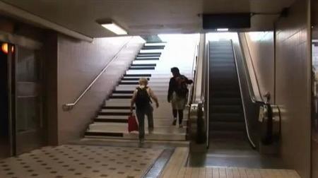 Как заставить людей пользоваться лестницей