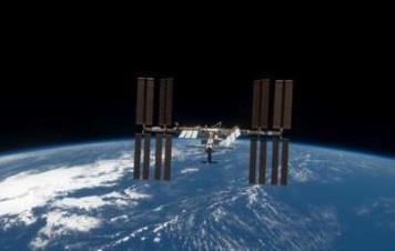 NASA и Microsoft приглашают всех желающих взглянуть <br />на Международную орбитальную станцию и будущий марсоход
