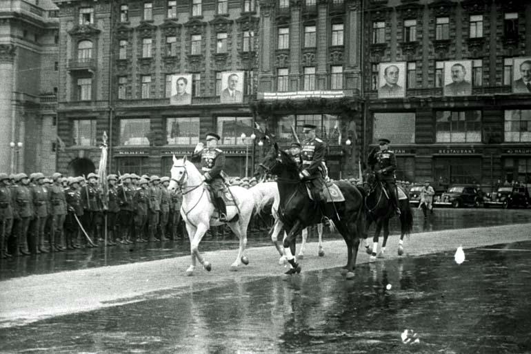 Маршал СССР Жуков и Рокоссовский на Параде Победы в Москве