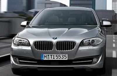 BMW теперь паркуется сама. Видео