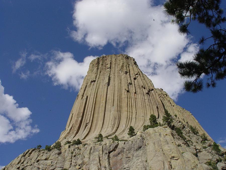 Таинственная Башня Дьявола (Devils Tower) (10 фото)