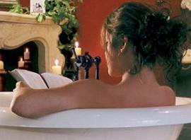Подглядываем за Шикарной Девушкой в Ванной