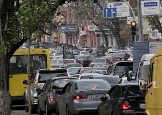Киев ждет 2 года ужасных пробок: список улиц и мостов на реконструкцию
